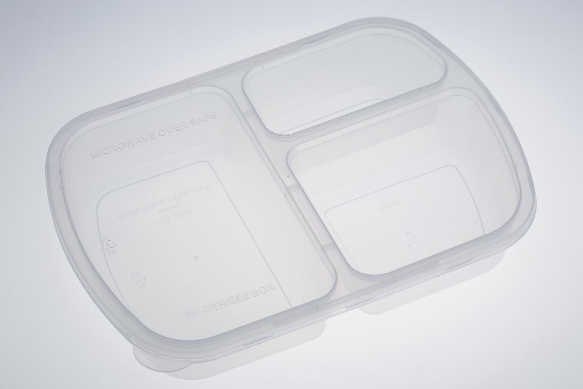 กล่องอาหารพลาสติกทรงสี่เหลี่ยม 3 ช่อง สีใส